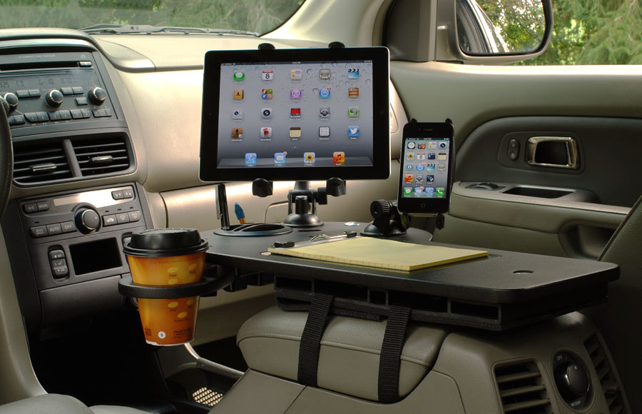 journidock-with-ipad-mount-and-iphone-mount